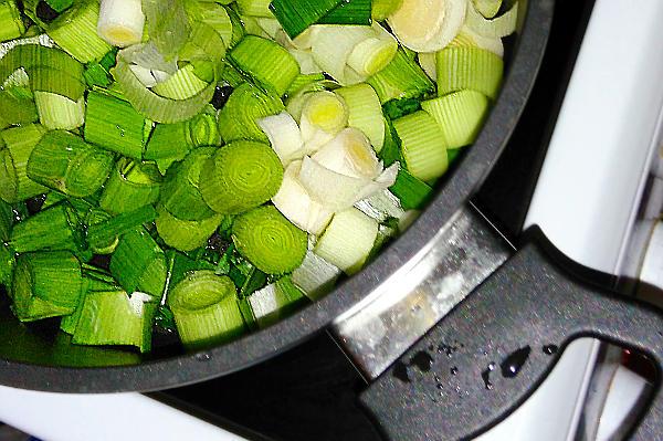 Сковородка с зеленым празом - с противоковидным средством.